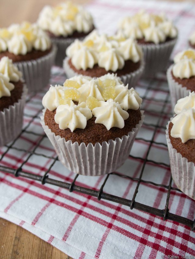 Bonfire night gingerbread cupcakes